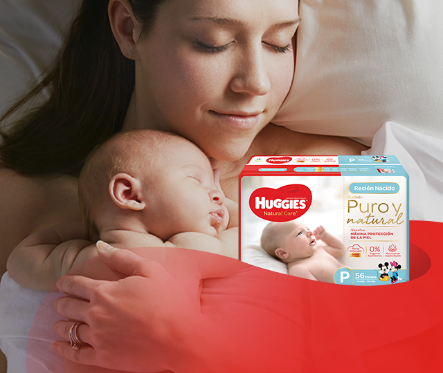 Mamá y su recién nacido con Huggies Natural care Puro y Natural
